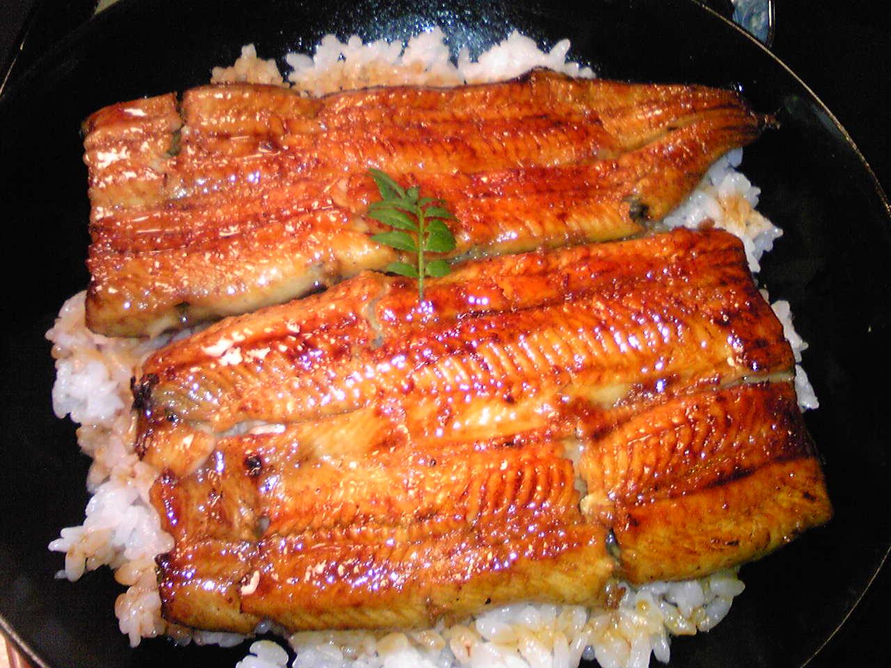 Image028 麹町鰻店「秋本」の「鰻丼」 この店の鰻は、ザガットサーベイが地球一という